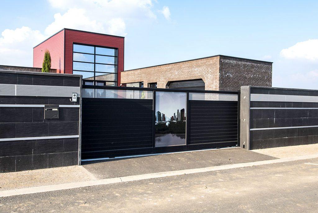 Fabrication et installation de portail lectrique en aluminium sur mesure arras for Portail noir alu